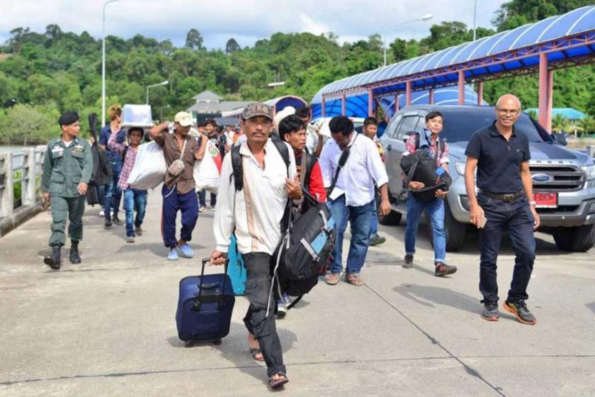 Tayland'da 'göçmen işçilere hapis' yasası ertelendi