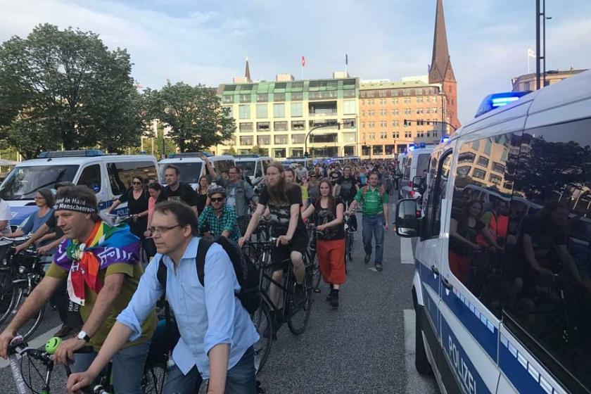 Hamburg'da bu kez de bisikletli protesto