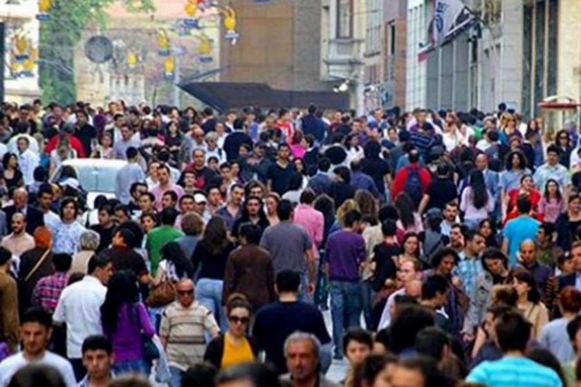 Adana'da gençlerden 'OHAL uzamasın' talebi