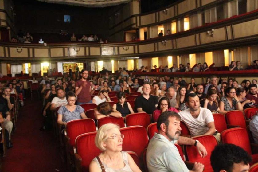 'Uçurumun Kıyısında Türkiye' seyirci ile buluştu