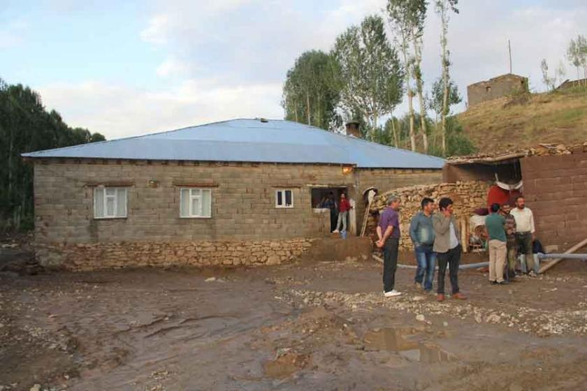 Başkale'de sel maddi hasara neden oldu