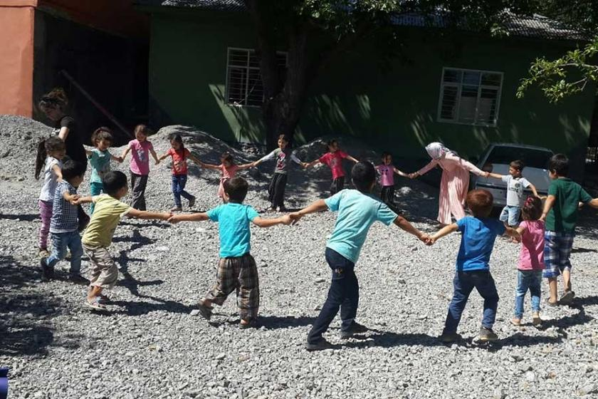 Aladağ'da çocuklar için yaz okulu açıldı