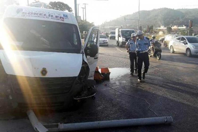 Servis kazası: 12 kadın işçi yaralandı