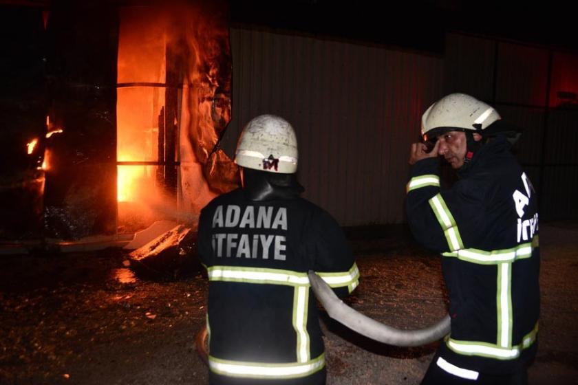 Mobilya fabrikası yangında küle döndü