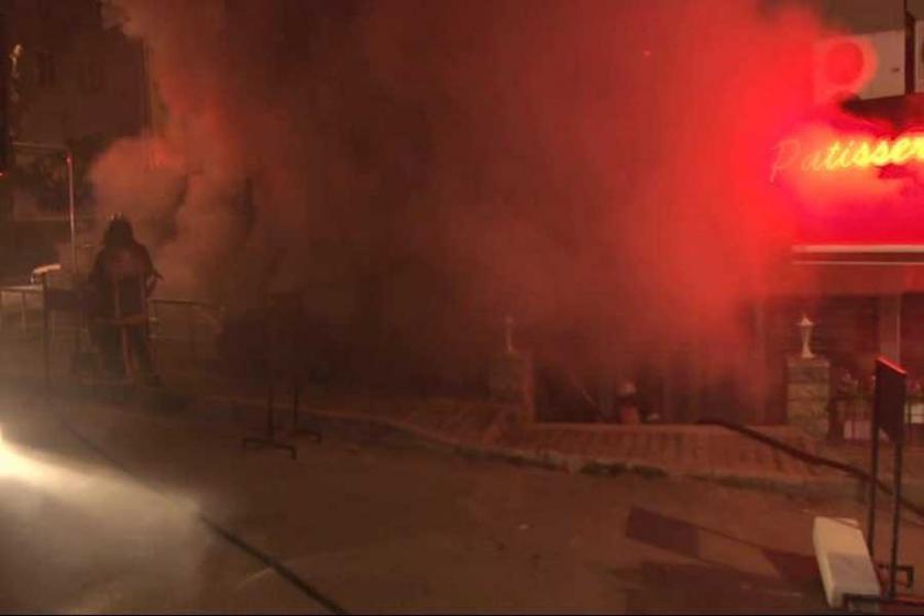 Kadıköy'de yangın: Mahalleli sokağa döküldü