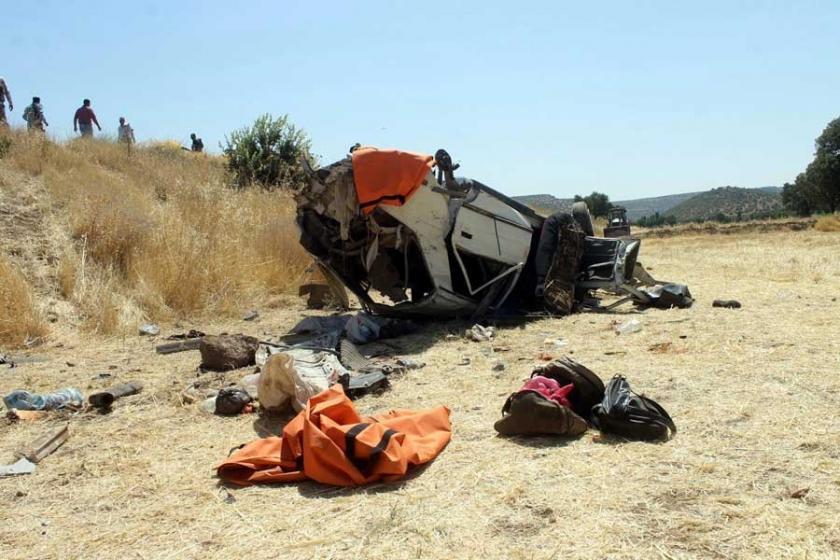 Mardin'de otomobil takla attı: 3 ölü, 1 yaralı