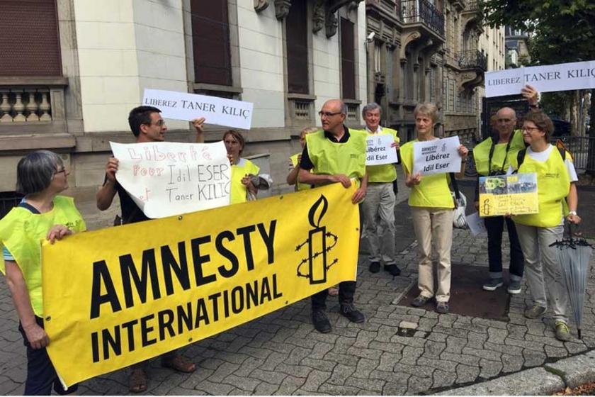 Tutuklu hak savunucuları için Fransa'da destek eylemleri