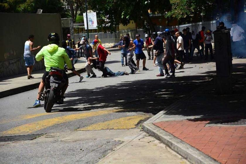 Venezuela'da sağ muhalefetten iş bırakma eylemi