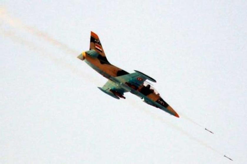 Suriye uçaklarından Rakka yakınlarında bombardıman