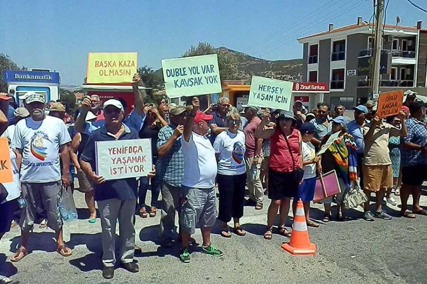 Yenifoça'da kavşak eylemi