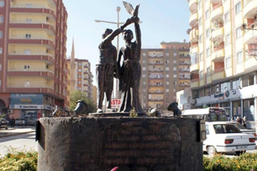 Sınıf mücadelesinin kentsel simgeleri: Heykeller, anıtlar...