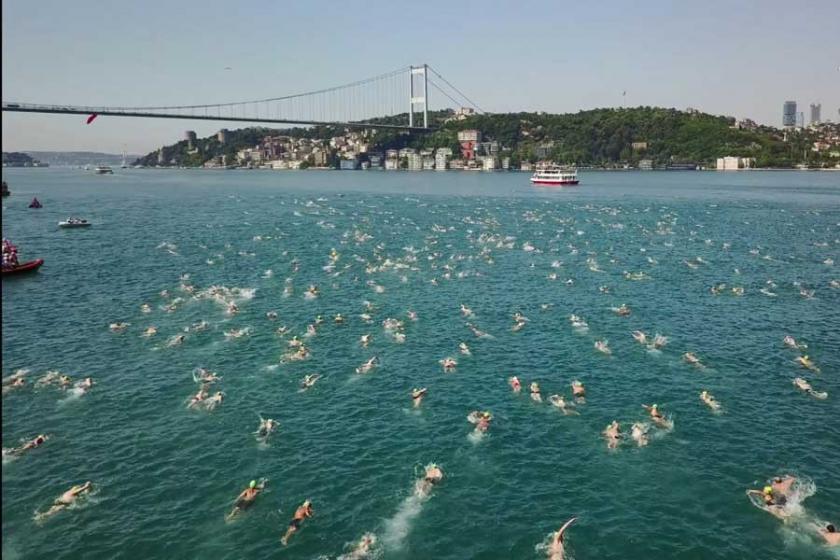 Boğaz'da görsel şölen: 2338 sporcu yüzerek kıta değiştirdi