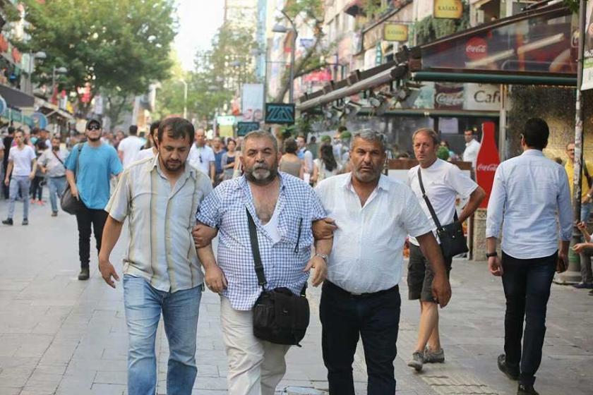 Fotoğrafçı Mehmet Özer yolda yürürken gözaltına alındı