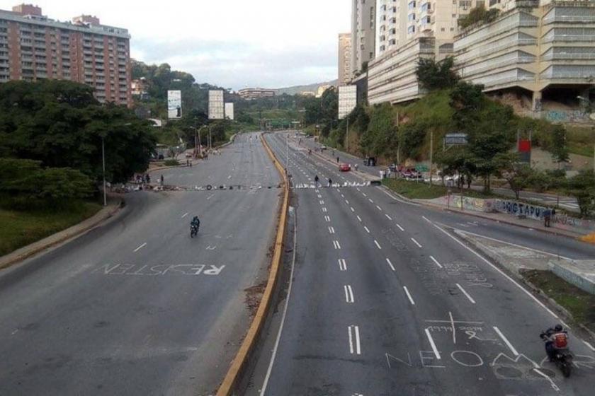 Venezuela'da sağ muhalefetin 48 saatlik grevi başladı