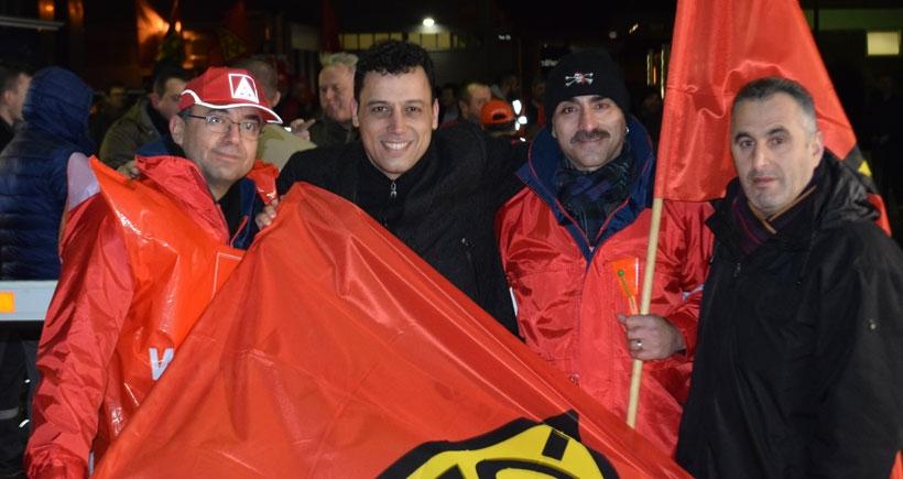 Almanya'da da metal işçileri greve çıktı