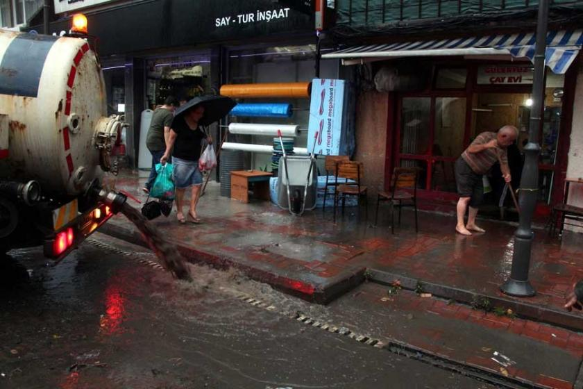 Zonguldak, 1 saatlik sağanak yağmura teslim