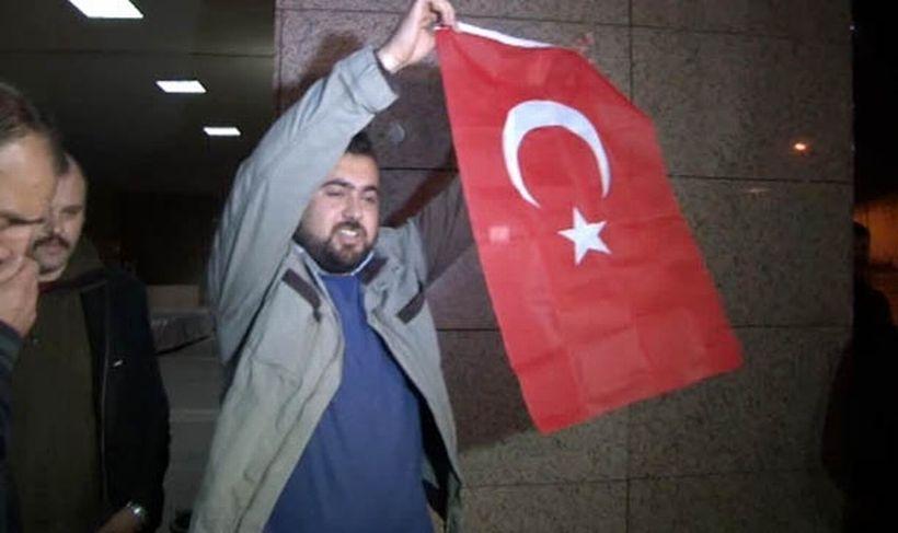 İzmir'de 10 polis serbest bırakıldı