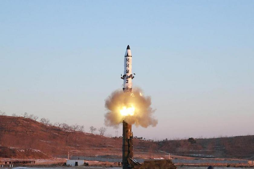 Kuzey Kore Japonya üzerinden bir füze fırlattı