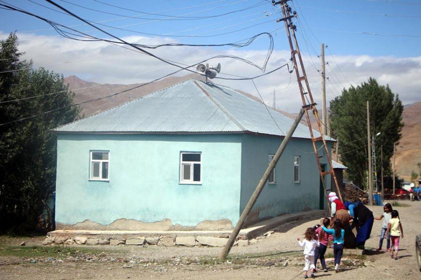 Elektrik dağıtım firmasının ilgisizliği tehlike saçıyor
