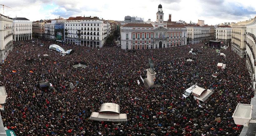 Madrid'de 100 binden fazla kişi 'değişim' istedi