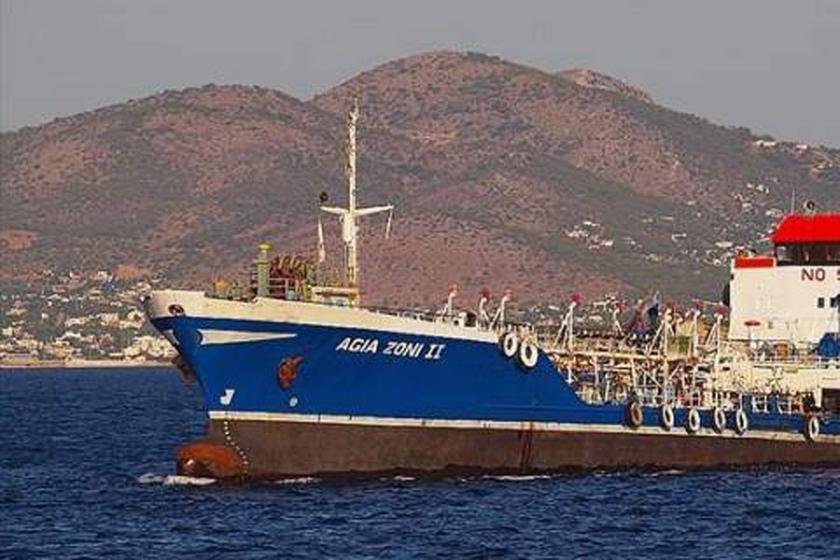 Atina açıklarında petrol taşıyan tanker battı