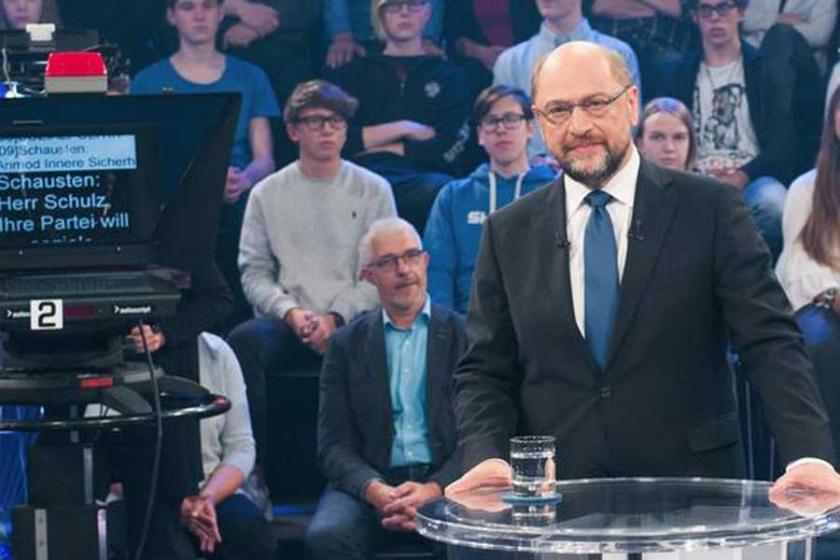 Schulz Merkel'le ikinci düelloyu istiyor