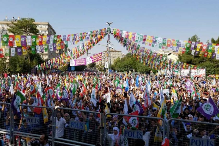 Diyarbakır'da binler: Türkiye'nin barışa ihtiyacı var