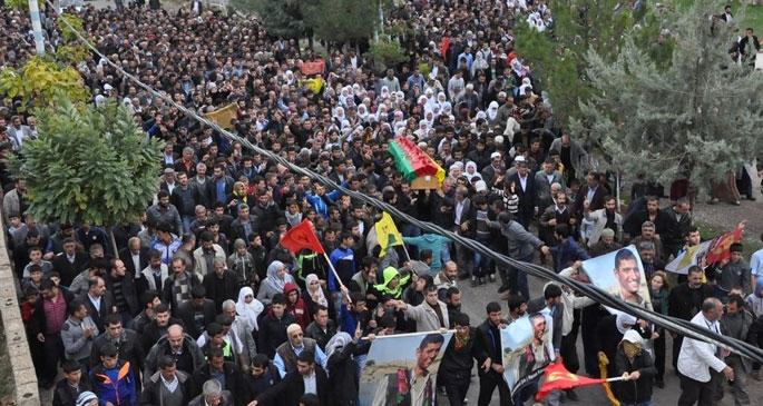 YPG'li Şık ve Ayaz'ı on binler uğurladı