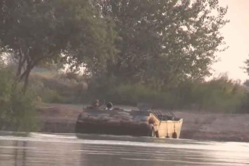 Suriye ordusu Deyrezzor'da Fırat'ın doğusuna geçti