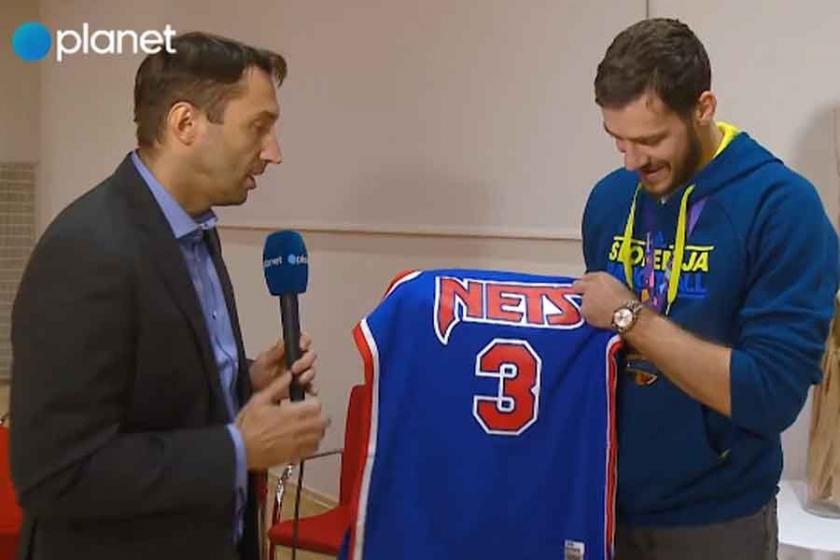 Goran Dragic'e Drazen Petrovic'in forması hediye edildi