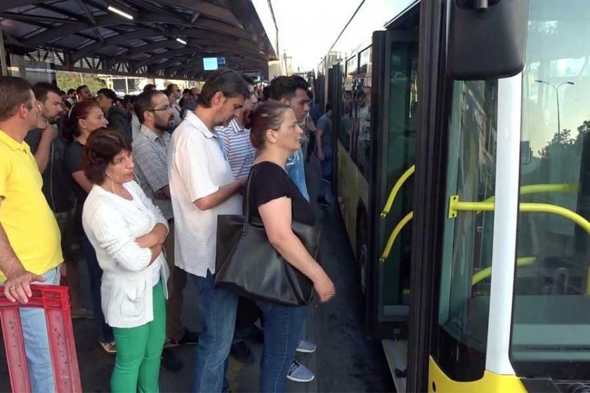 İBB metrobüse önce mecbur bıraktı, sonra sayılarla övündü
