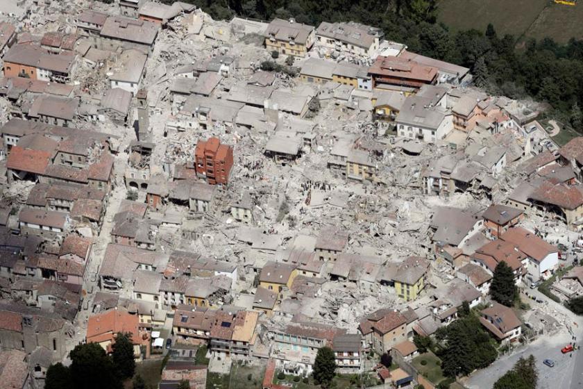 İtalya'da yardımlar depremzedelere ulaşmadı