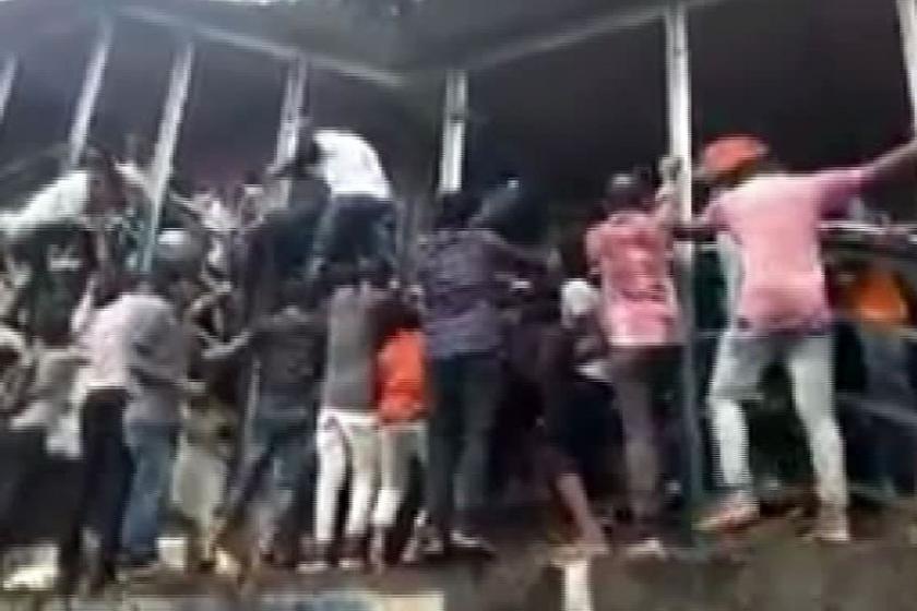 Hindistan'da tren istasyonunda izdiham: 22 ölü