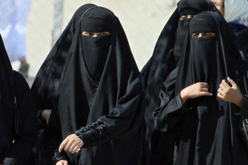 Suudi Arabistan'da siyah çarşaf zorunluluğu kalkıyor