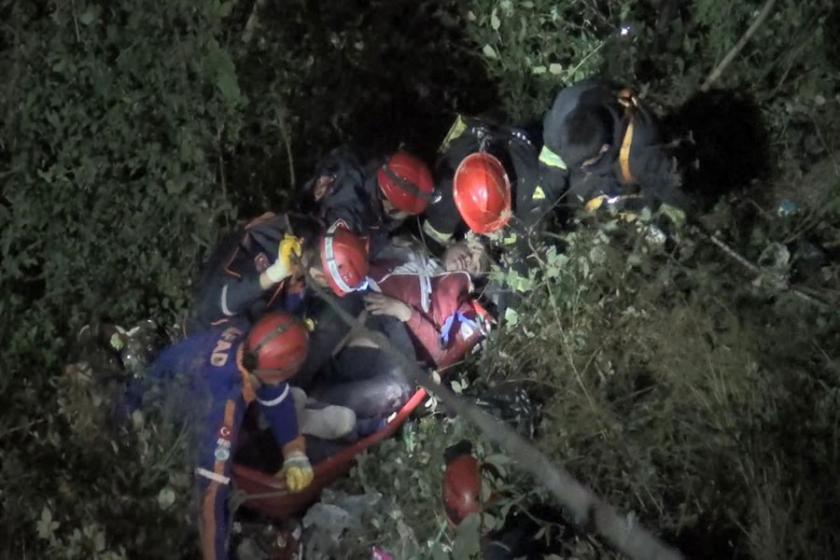 17 yaşındaki motosiklet sürücüsü, 25 metrelik uçuruma düştü