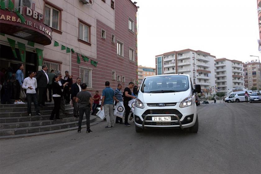 DBP Diyarbakır il binasına polis baskını