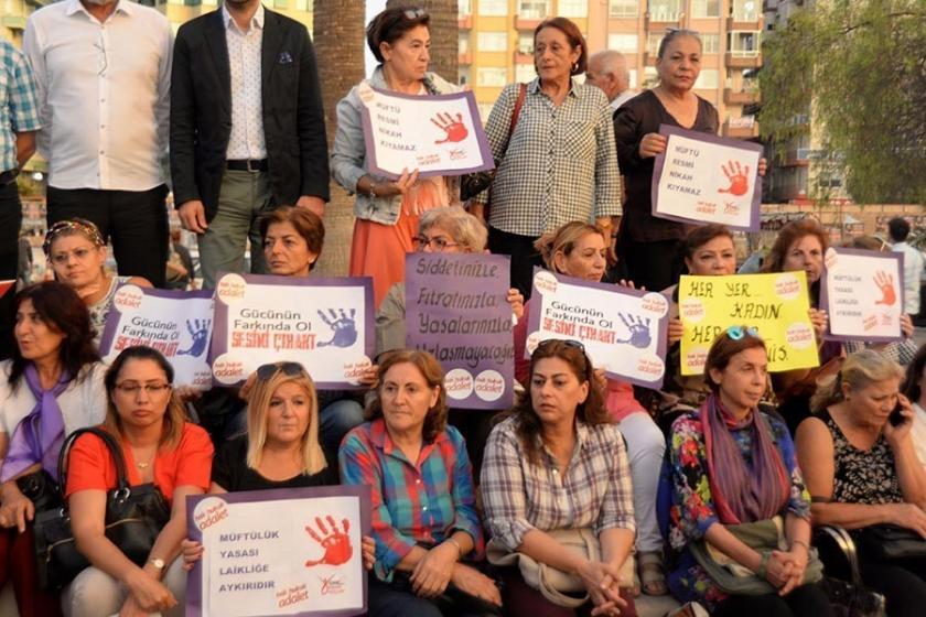 CHP'li kadınlar müftülere nikah yetkisini protesto etti