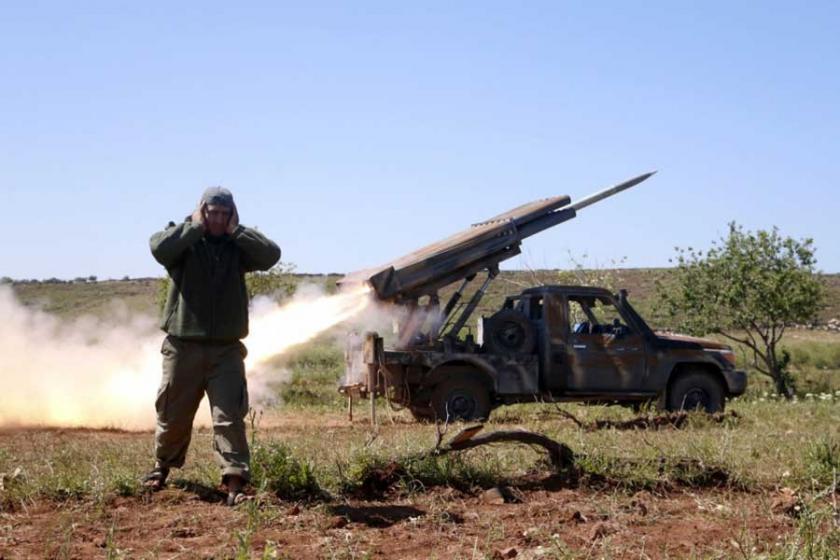 İdlib'de önemli kentler el değiştiriyor