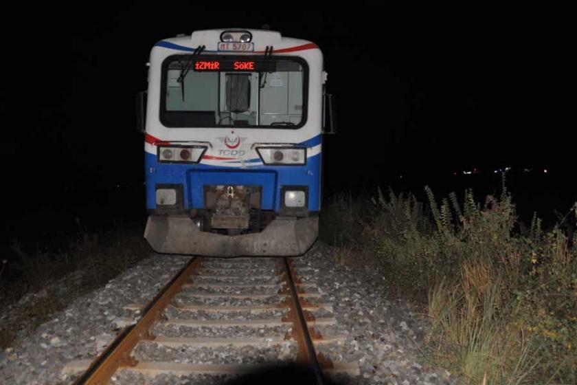 Aydın'da tren otomobile çarptı: 1'i bebek 3 ölü