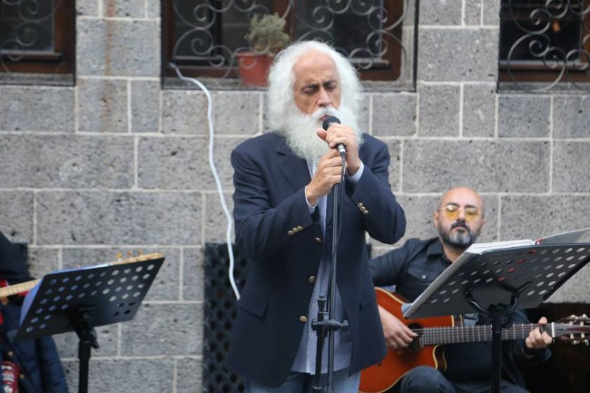 Suavi Sur'da konser verdi: 'Sur TOKİ'ye teslim edilmesin'