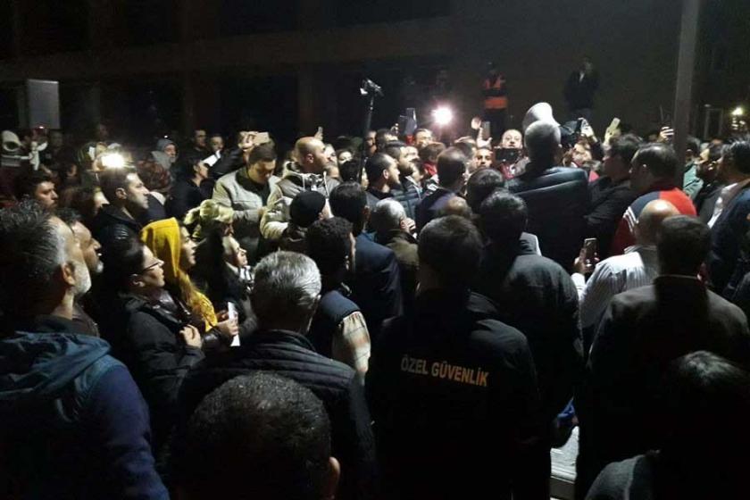 Ankara Büyükşehir Belediyesi önünde 'kadro' protestosu