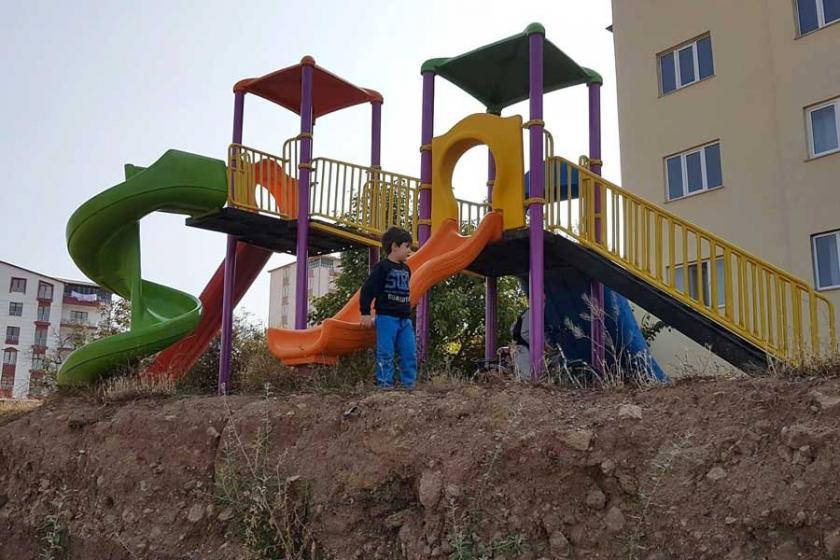 Çocukları boşluğa gönderen kaydırak kaldırıldı