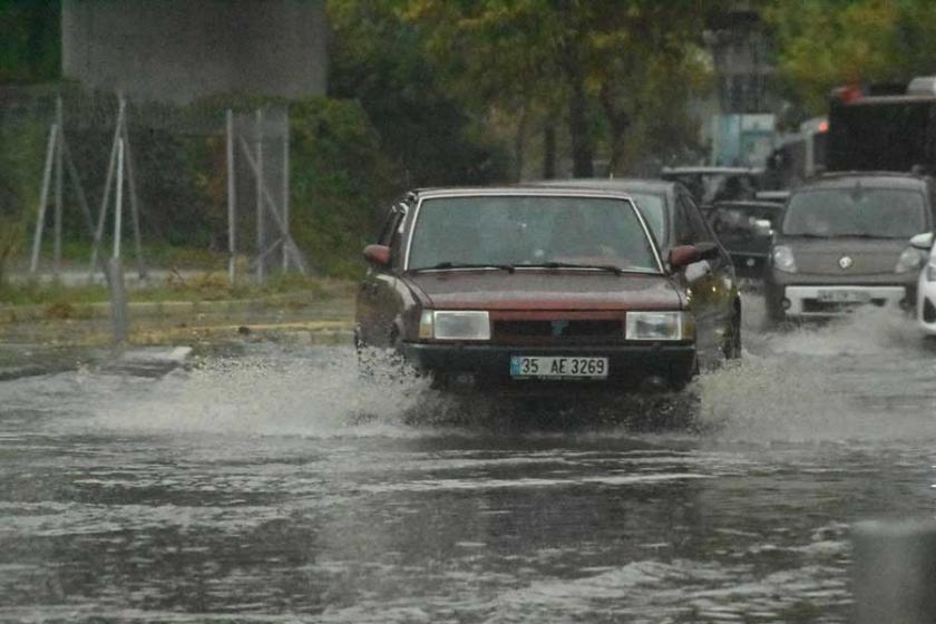 İzmir'de yağmur etkili oldu