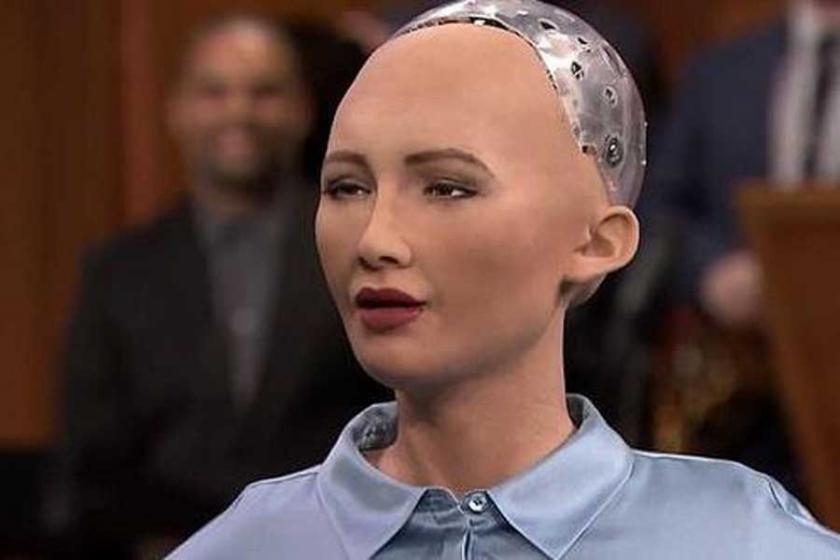 Dünyada bir ilk: Suudi Arabistan robota vatandaşlık verdi