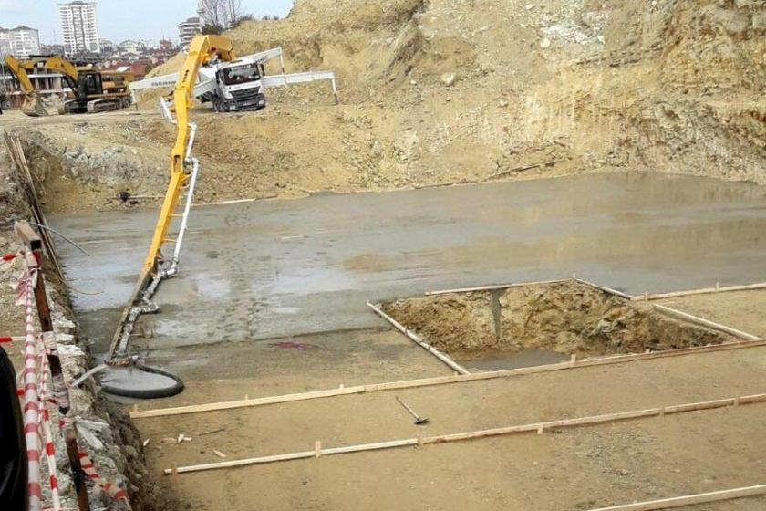 Başına beton pompası düşen inşaat işçisi öldü