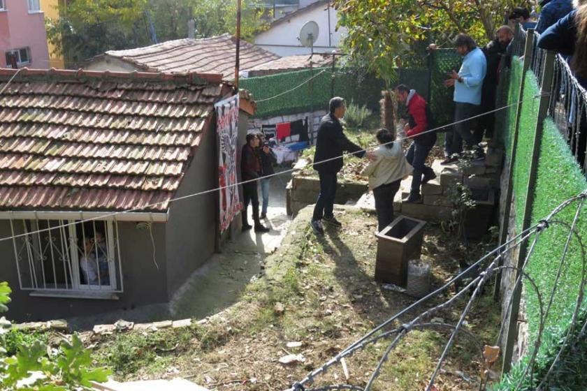 Evlerini yıktırmamak için direndiler, yıkım ertelendi