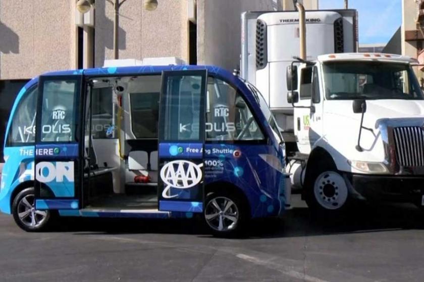 Las Vegas'ın ilk sürücüsüz otobüsü kaza yaptı