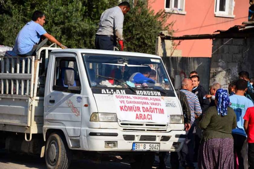 Adana'da kömür dağıtımı sırasında izdiham yaşandı