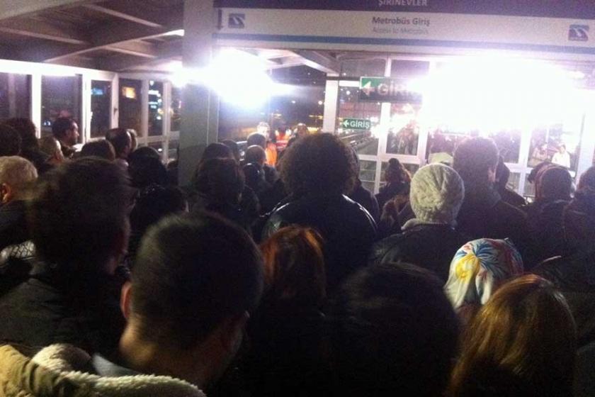 Metrobüste yolculara 'yoğunluk' engeli