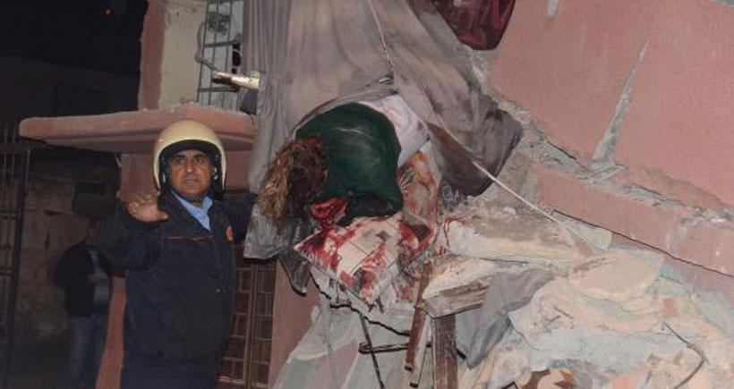 Mersin'de iki katlı bina çöktü: 5 yaralı